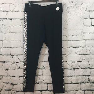 NWT VS Pink yoga pants with pocket